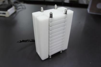 温水と冷水の熱交換により発電する分散型小型熱電発電ユニット